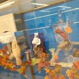 JR福山駅 新幹線コンコースに当社製造の樹脂成形製品を展示しています – 21年10月末まで